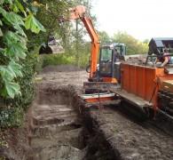 Het ruimen van een rij zandgraven